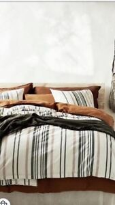 Organic linen queen size bedding (with 2 duvet covers)