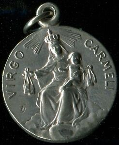 OLD SILVERED MEDAL OF VIRGO CARMEL AND HEART OF JESUS OVERSIDE - France - OLD SILVERED MEDAL OF VIRGO CARMEL AND HEART OF JESUS OVERSIDE 0.80 INCH WITHOUT THE BAIL - France