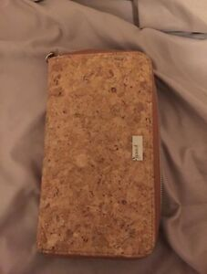 Jewell wallet never used excellent condition.