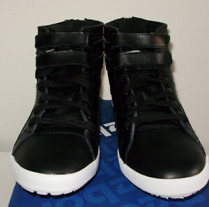 REEBOK  HI MINI BLACK & WHITE WITH 2 PAIRS OF LACES PINK & BLACK West Island Greater Montréal image 5