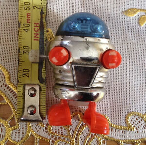 VTG ROBOT TOMY 1977 WALKING MINIATURE SPACE WIND UP TOY Gatineau Ottawa / Gatineau Area image 6