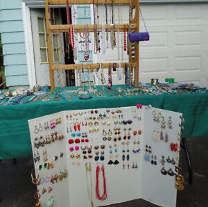 JEWELLERY LOT OF OVER 360 ITEMS * VINTAGE AND NEWER ****