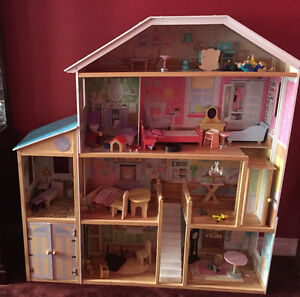 Girls large wooden dollhouse with furniture Peterborough Peterborough Area image 1