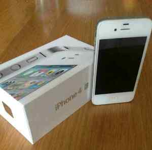 Iphone 4s White 16GB Locked to Bell / Virgin