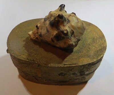 Petite boîte à bijoux ovale fait main avec coquillage et dorures