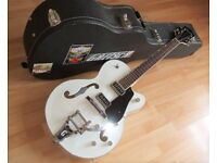 GRETSCH G5124 with Hardcase. £350. Trades-P/X.