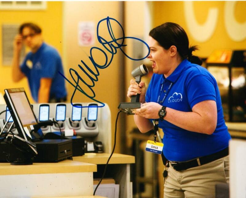 LAUREN ASH SIGNED 8X10 PHOTO AUTHENTIC AUTOGRAPH NBC SUPERSTORE COA A