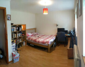 Large double room, riverfront with island, parking