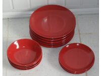 PRETTY RED STONEWARE 16 PIECE DINNERSET, MICROWAVE AND DISHWASHER SAFE AS NEW, ONLY £30, CAN POST