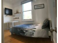 3 bedrooms in Queenswood Road, London