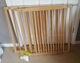 "Two Baby Dan - Wooden Safety / Stair Gate - No Trip Bar ""baby or pets"""