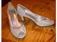 ladies sparkling silver shoes size 4