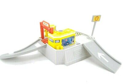 Hot Wheels World Shell Gas Station Playset #69552 No Car