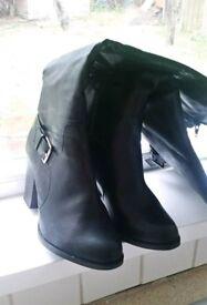 Knee wide boots. New Look