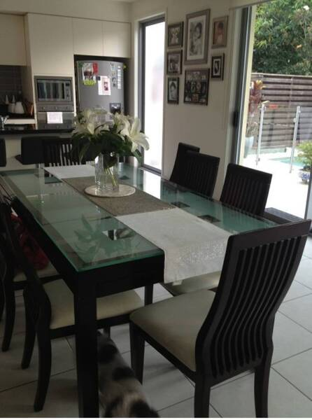 QUALITY GLASS DINING TABLE WITH 8 CHAIRS