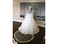 Stunning ivory pearls size 12 Princess Wedding dress! Includes a Long lenght Veil