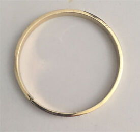 GOLD PLATED BANGLE WITH SCREW DESIGN
