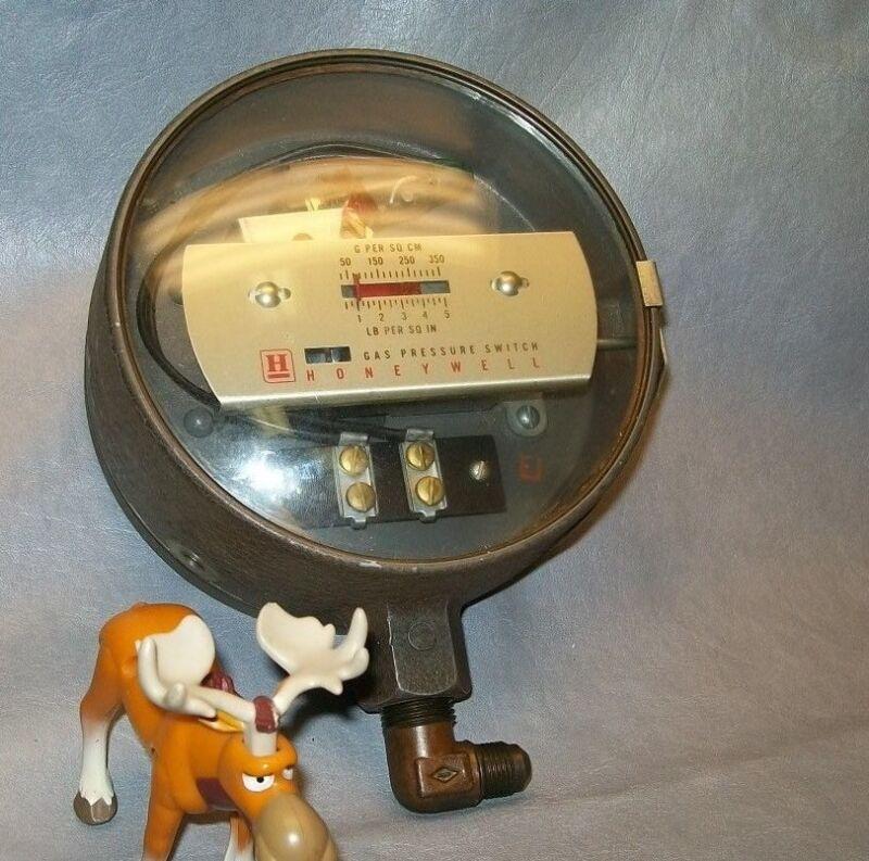 Honeywell C437A1040 Gas Pressure Switch