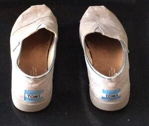 Girls Toms Shoes Silver Glitter Size 1 Cambridge Kitchener Area image 3