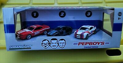 Greenlight Diorama Pep Boys 2011 Mustang, 2008 Challenger, 2011 Camaro 1/64