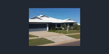 ****4 bedroom + study + pool family home in Lyons