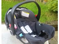 GRACO baby carrier plus seat base, mint condition see!