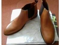 New Jones Bootmaker Tan Leather Boots. Size 10.
