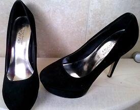 Size 6 Black 4 inch heels