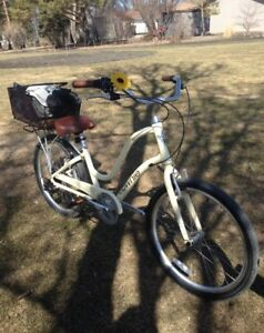 LIKE NEW Electra Towne cruiser bicycle
