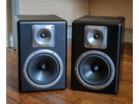 Tapco s8 active stusio monitors, made by mackie, exellent sounding