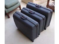 Set of 3 Samsonite Suitcases