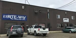 1700sq ft shop, 1 acre fenced yard