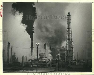 1979 Press Photo Amoco Texas Refining Company Explosion and Fire in Texas City