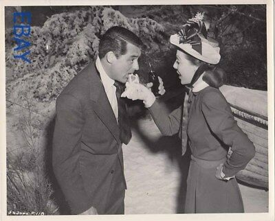 Cary Grant Loretta Young share their love of hot dogs VINTAGE Photo set candid