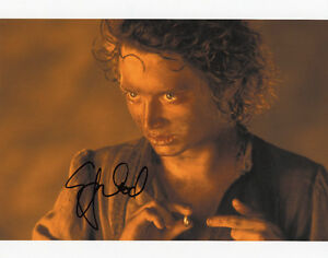 ELIJAH-WOOD-Signed-10x8-Photo-FRODO-In-LORD-OF-THE-RINGS-COA