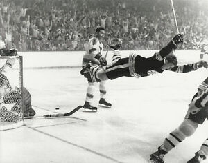 BOBBY ORR 8X10 PHOTO HOCKEY BOSTON BRUINS NHL PICTURE THE GOAL