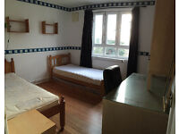 Twin room is available now in clean flat, 3min walk to Hammersmith Station ** no extra **