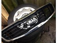 Kia Sportage front grill & badge