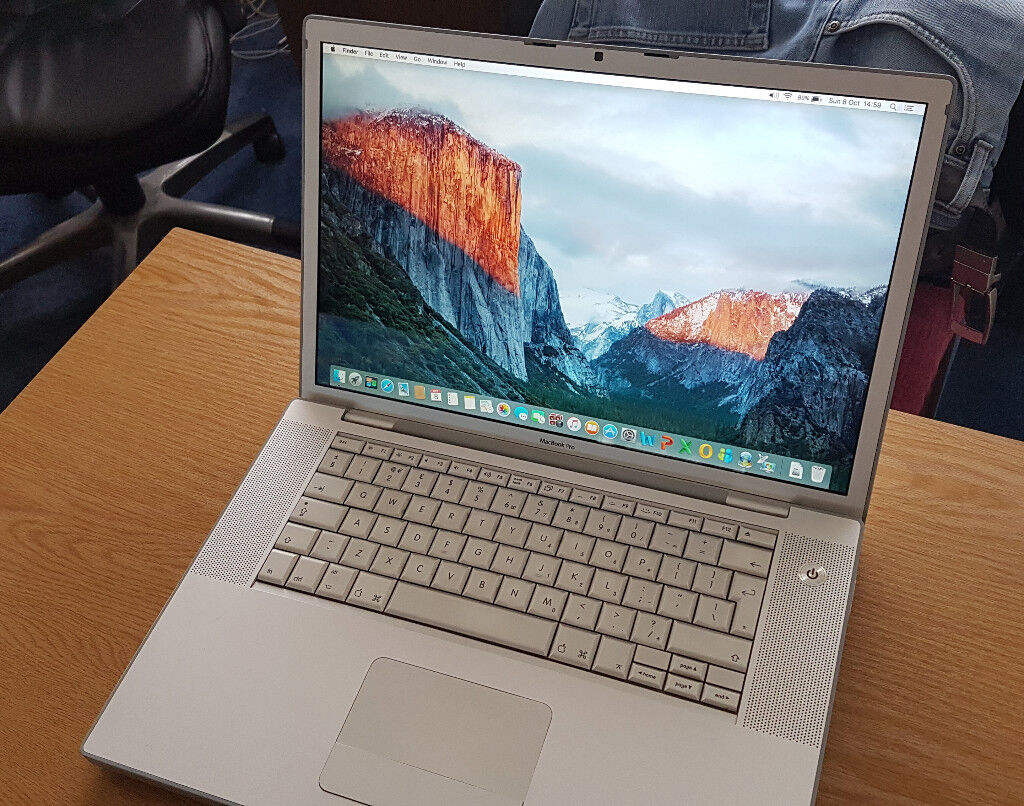 "** MacBook Pro. 15.4"" Screen. 4GB RAM. Good Condition **"