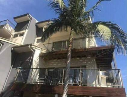 Room for rent in townhouse w/ rooftop by Maroochy River