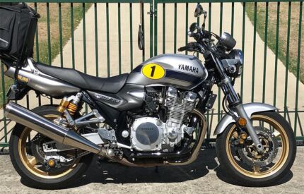 Yamaha XJR1300, Rossi Special, may trade another Rd bike. $6900