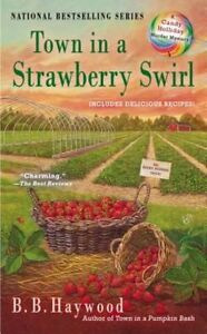 Town in a Strawberry Swirl (CANDY HOLLIDAY MYSTERY)-ExLibrary