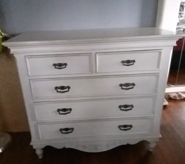 Early Settler chest of drawers 'Brittany'
