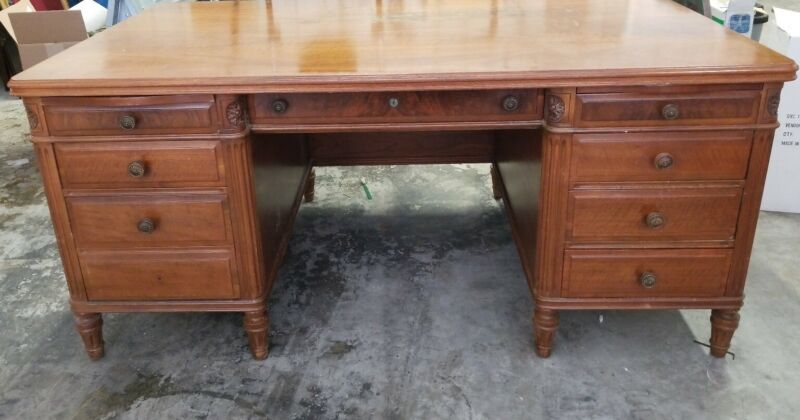 Vintage STOW DAVIS Traditional Executive Walnut Desk Circa 1950