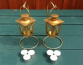 2 x BRASS TEA LIGHT LANTERNS + STANDS INC. 6 x TEALIGHT CANDLES