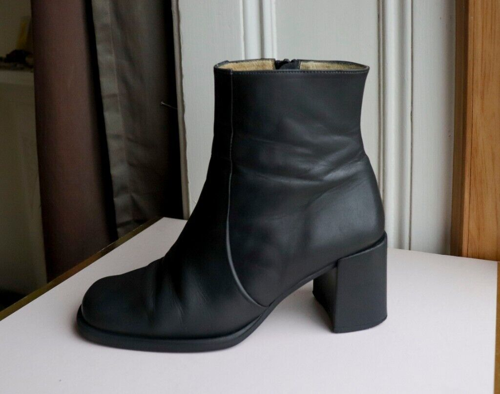 a7ec9acf2ae 90s Vintage leather ankle boots   UK 6