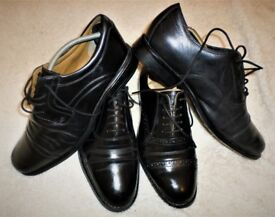 FOUR COMFORTABLE QUALITY PAIRS OF FORMAL BLACK LEATHER SHOES IN EXCELLENT CONDITION - SIZE 8.5
