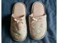 Ladies owls slippers footwear feet fashion
