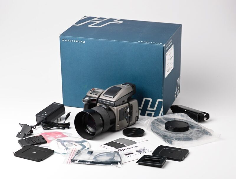 Hasselblad H3Dii 31 Kit with 80 mm lens in excellent condition.