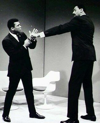 MUHAMMAD ALI vs WILT CHAMBERLAIN 8X10 PHOTO BOXING PICTURE (Muhammad Ali Boxing Pictures)